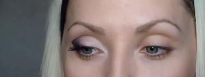 под цвет глаз