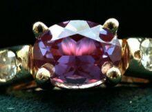 Александрит камень: свойства, кому можно носить вдовий камень, приметы и мнение эзотериков