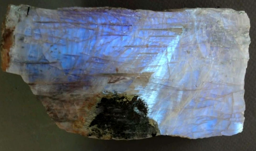 беломорит и лунный камень