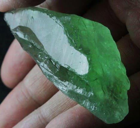 Зеленый аметист — празиолит, свойства камня, как получают изумрудные кристаллы, кому подходит по знаку зодиака