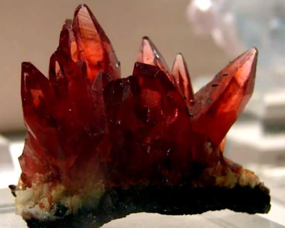 Гиацинт камень Лечебные и магические свойства Влияние гиацинта на человека Лечит или убивает Кому подходит