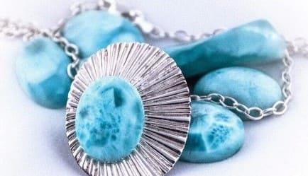Ларимар Голубой камень из Доминиканы Целебные и магические свойства ларимара История камня Кому подходит по знаку зодиака